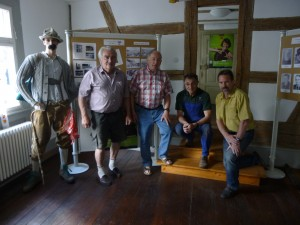 Mitglieder des Schwarzwaldvereins nach erfolgreichem Aufbau der Ausstellung, von links: Siegfried Kunzelmann, Jürgen Höll, Klaus Schindler, Rudi Karcher