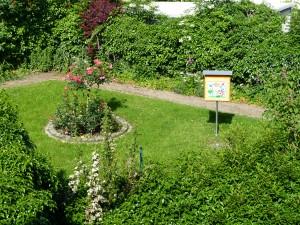 Der Museumsgarten mit dem Bienenschaukasten