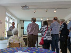 Günter Meier während einer Präsentation