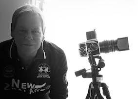 Wolfgang Moench mit seiner Hasselblad